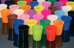 Copo Plástico Descartável Trik Trik 200ml Cores Pacote 50 un.